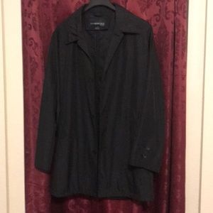 Kenneth Cole short lined, light  trench